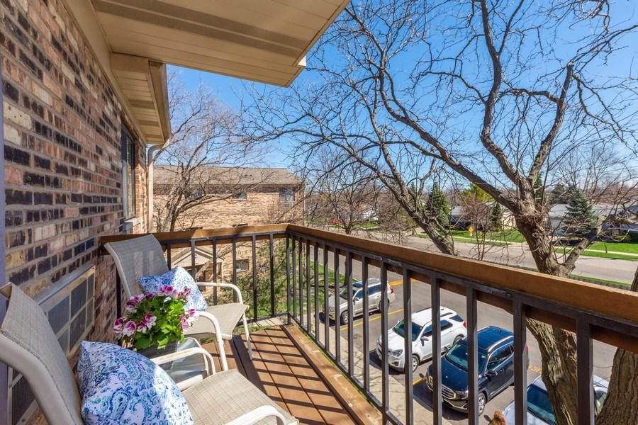 Real Estate Photography - 2219 Nichols, #E, Arlington Heights, IL, 60004 - Balcony