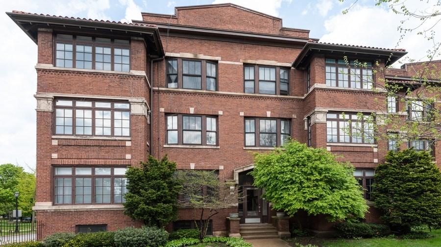 Real Estate Photography - 847 Ridge Ave, Unit 2, Evanston, IL, 60202 - Front View