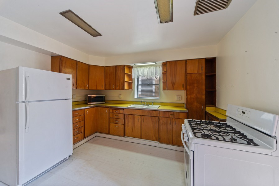 Real Estate Photography - 2512 W Cullom, Chicago, IL, 60641 - Kitchen
