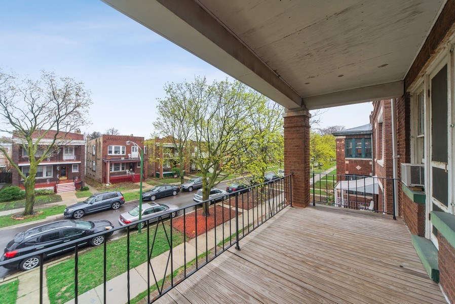 Real Estate Photography - 2512 W Cullom, Chicago, IL, 60641 - Deck