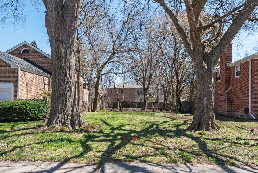 Real Estate Photography - 2041 Hawthorne Ln, Evanston, IL, 60201 - Location 1