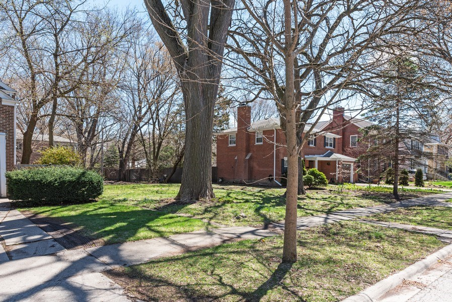 Real Estate Photography - 2041 Hawthorne Ln, Evanston, IL, 60201 - Location 2