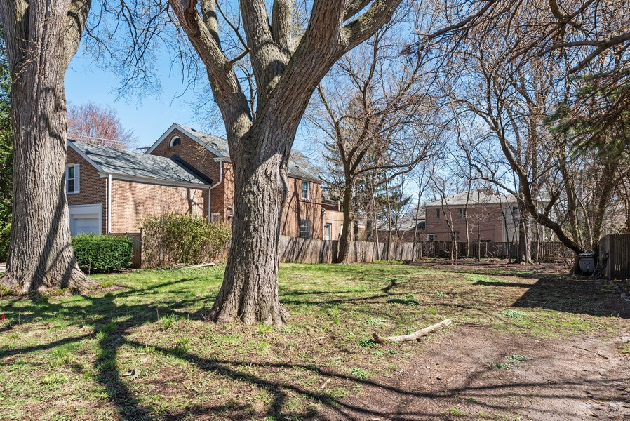 Real Estate Photography - 2041 Hawthorne Ln, Evanston, IL, 60201 - Location 3