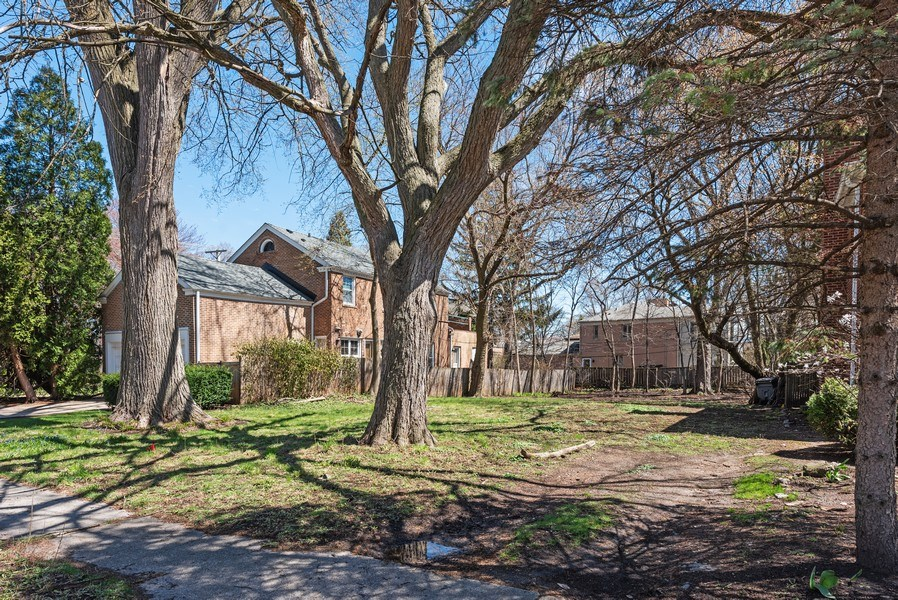 Real Estate Photography - 2041 Hawthorne Ln, Evanston, IL, 60201 - Location 6