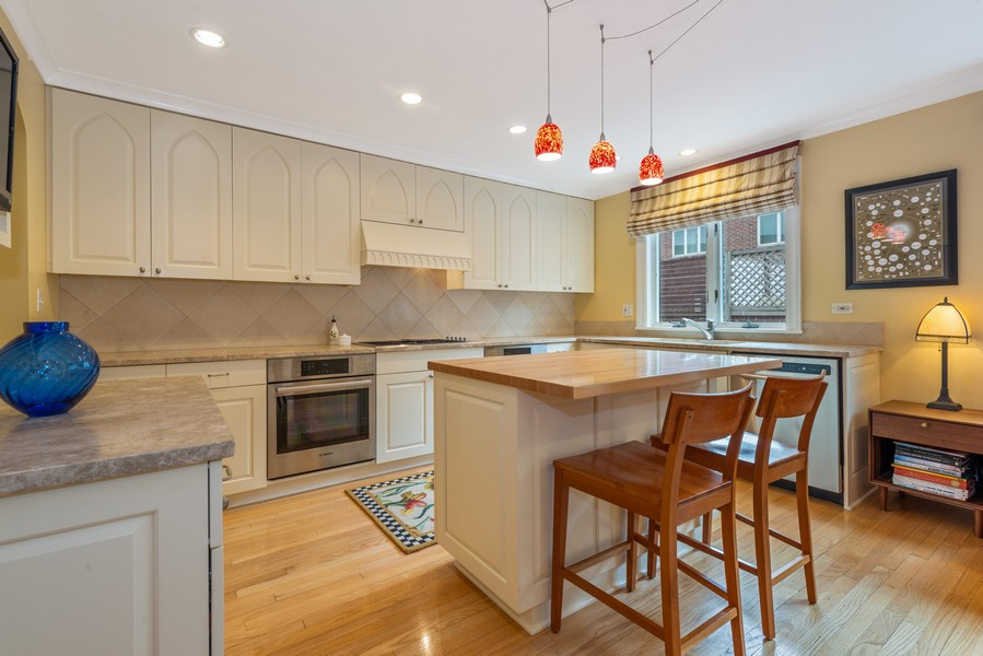 Real Estate Photography - 1839A N. Hudson, Chicago, IL, 60614 - Kitchen