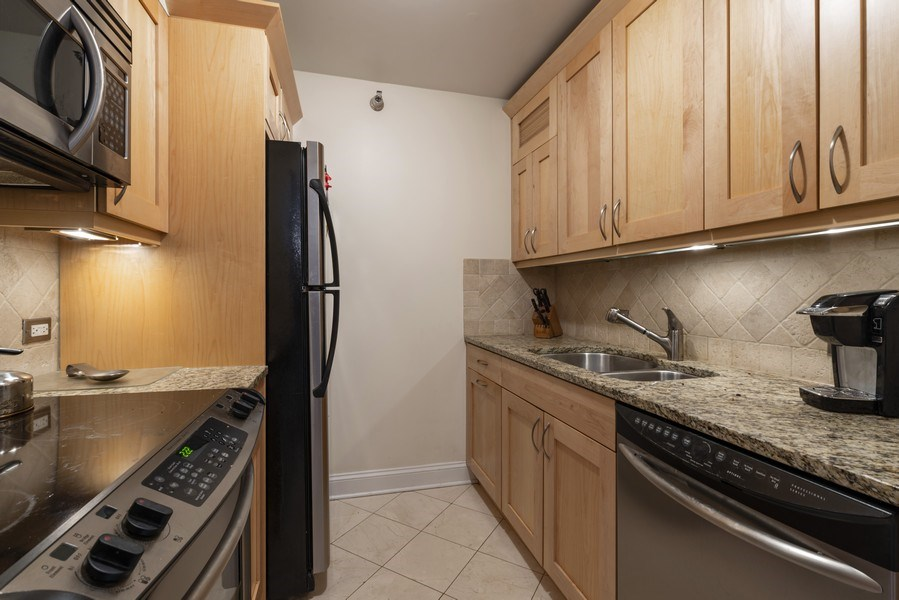 Real Estate Photography - 1250 N Dearborn #16E, Chicago, IL, 60610 - Kitchen