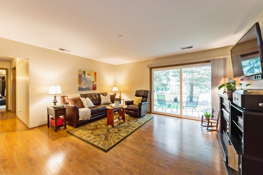 Real Estate Photography - 1723 W. HAWKES STREET, Unit 1, ARLINGTON HEIGHTS, IL, 60004 - Living Room