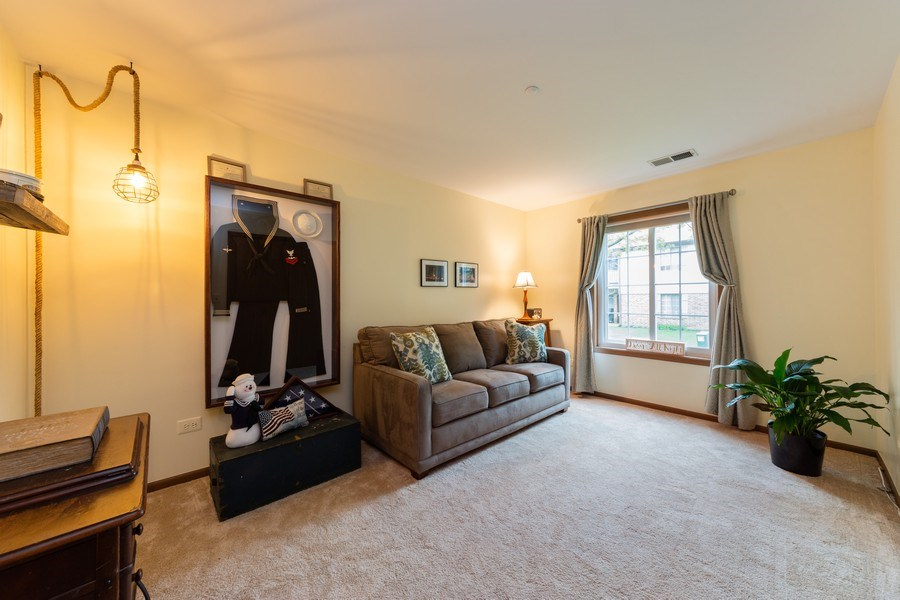 Real Estate Photography - 1723 W. HAWKES STREET, Unit 1, ARLINGTON HEIGHTS, IL, 60004 - 2nd Bedroom