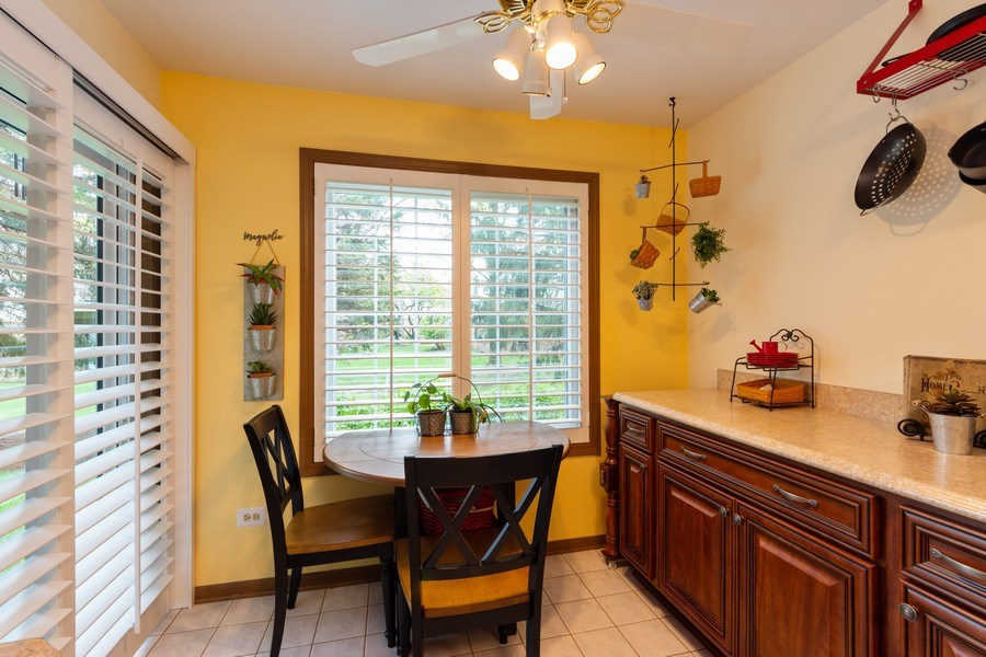 Real Estate Photography - 1723 W. HAWKES STREET, Unit 1, ARLINGTON HEIGHTS, IL, 60004 - Breakfast Area