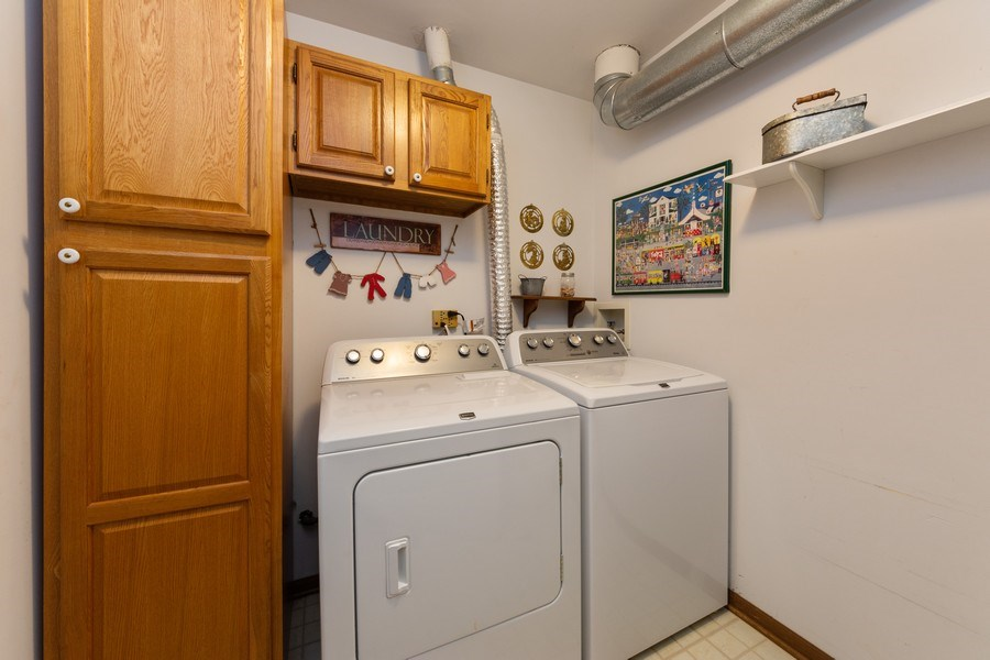 Real Estate Photography - 1723 W. HAWKES STREET, Unit 1, ARLINGTON HEIGHTS, IL, 60004 - Laundry Room