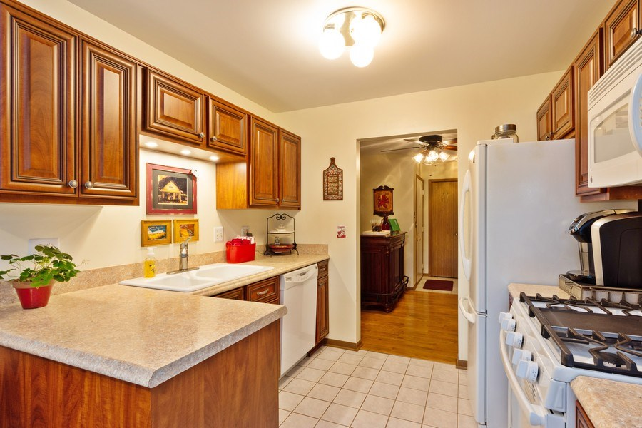 Real Estate Photography - 1723 W. HAWKES STREET, Unit 1, ARLINGTON HEIGHTS, IL, 60004 - Kitchen