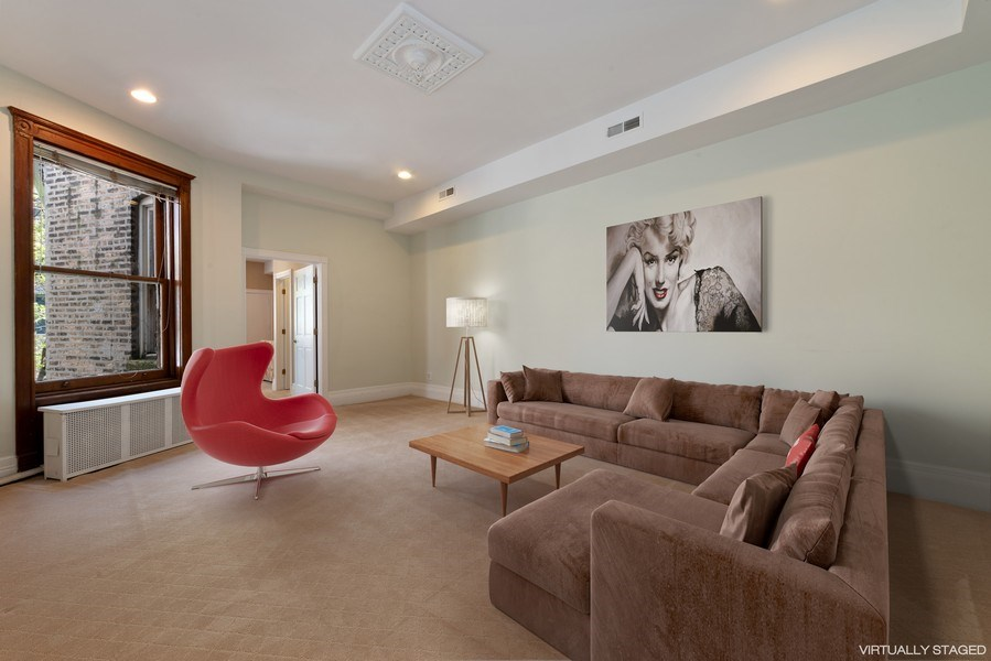 Real Estate Photography - 915 N LaSalle, Chicago, IL, 60610 - Family Room