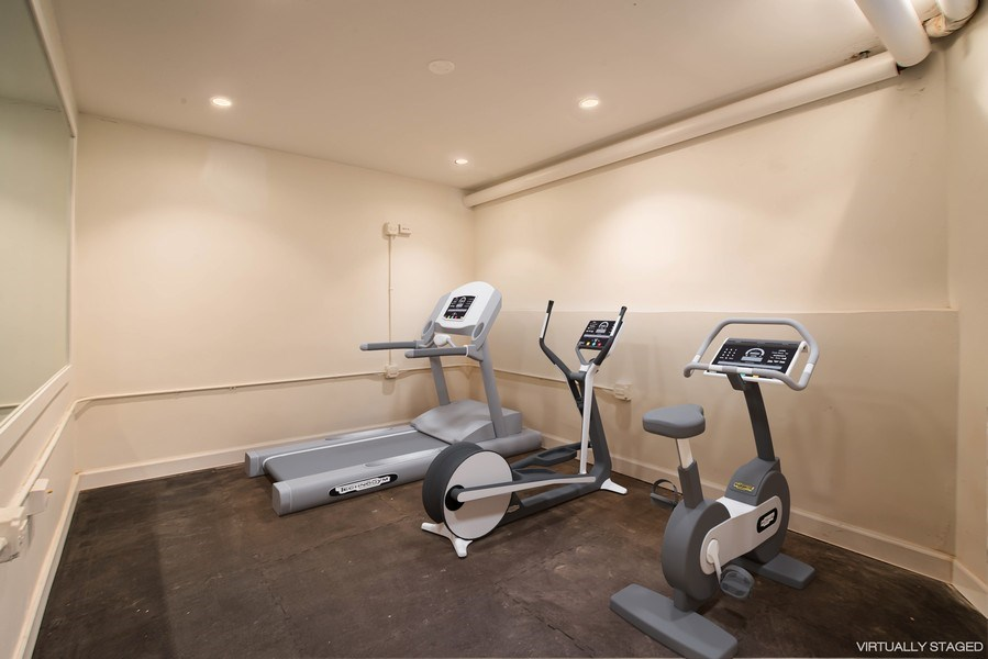 Real Estate Photography - 915 N LaSalle, Chicago, IL, 60610 - Gym