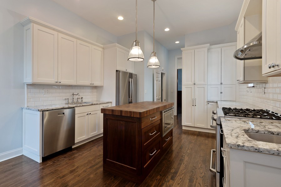 Real Estate Photography - 915 N LaSalle, Chicago, IL, 60610 - Kitchen
