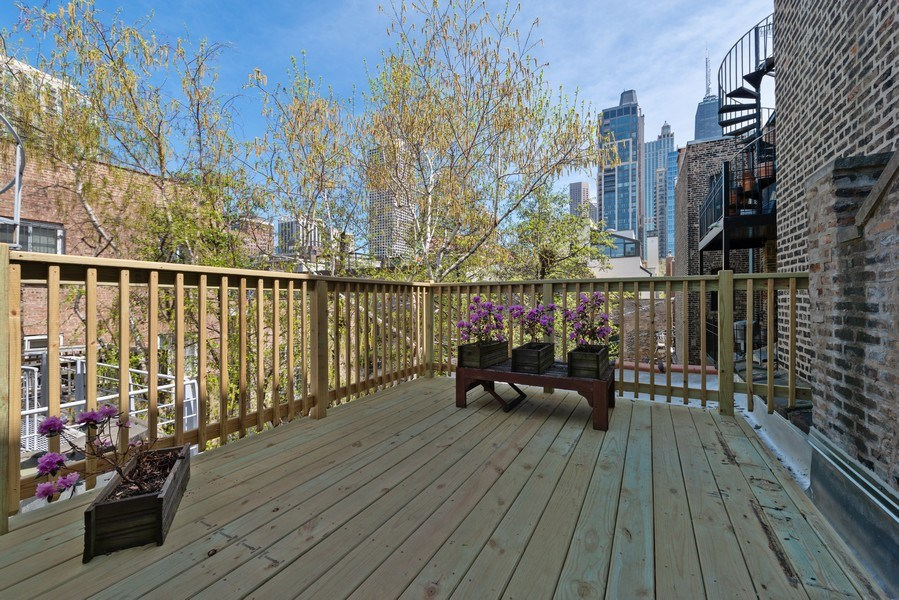 Real Estate Photography - 915 N LaSalle, Chicago, IL, 60610 - Roof Deck