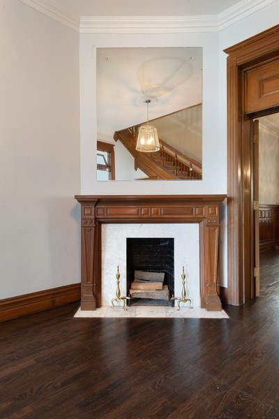 Real Estate Photography - 915 N LaSalle, Chicago, IL, 60610 - Foyer