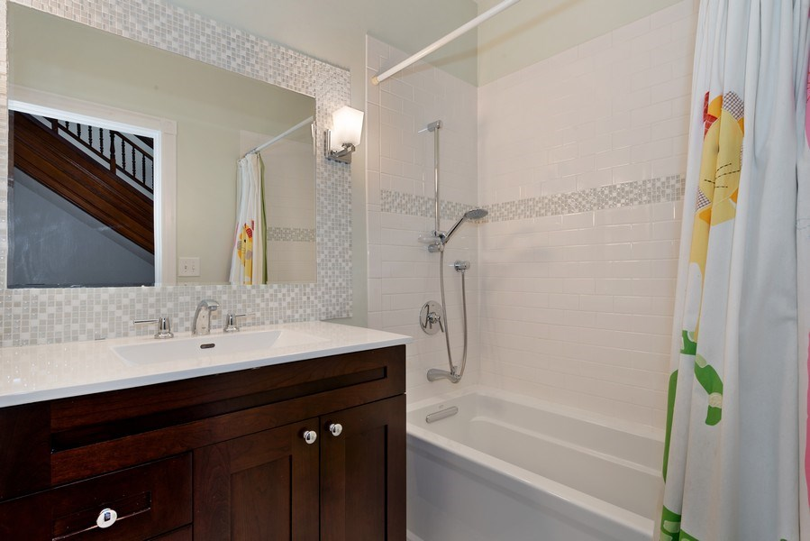 Real Estate Photography - 915 N LaSalle, Chicago, IL, 60610 - Bathroom