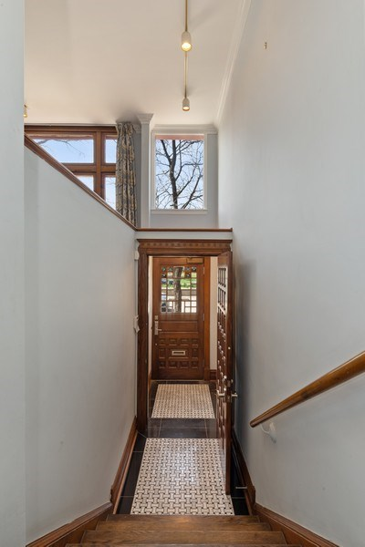 Real Estate Photography - 915 N LaSalle, Chicago, IL, 60610 - Entryway