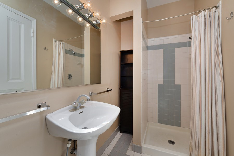 Real Estate Photography - 915 N LaSalle, Chicago, IL, 60610 - 2nd Bathroom