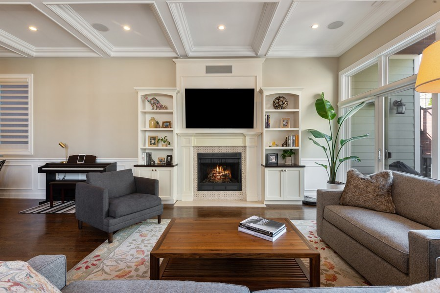 Real Estate Photography - 1312 W Barry, Chicago, IL, 60657 - Family Room