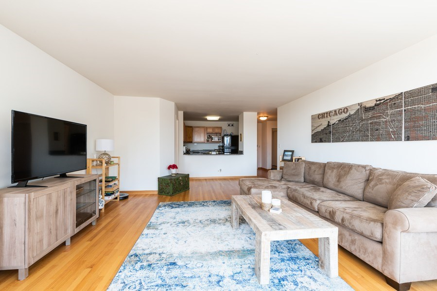 Real Estate Photography - 525 W Hawthorne Pl Unit 1001, Chicago, IL, 60657 - Living Room
