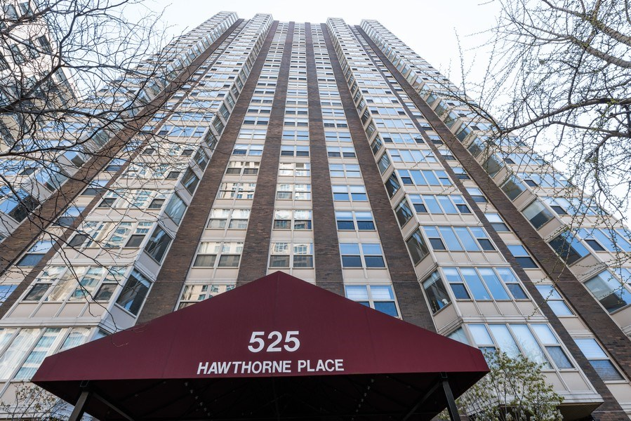 Real Estate Photography - 525 W Hawthorne Pl Unit 1001, Chicago, IL, 60657 - Front View