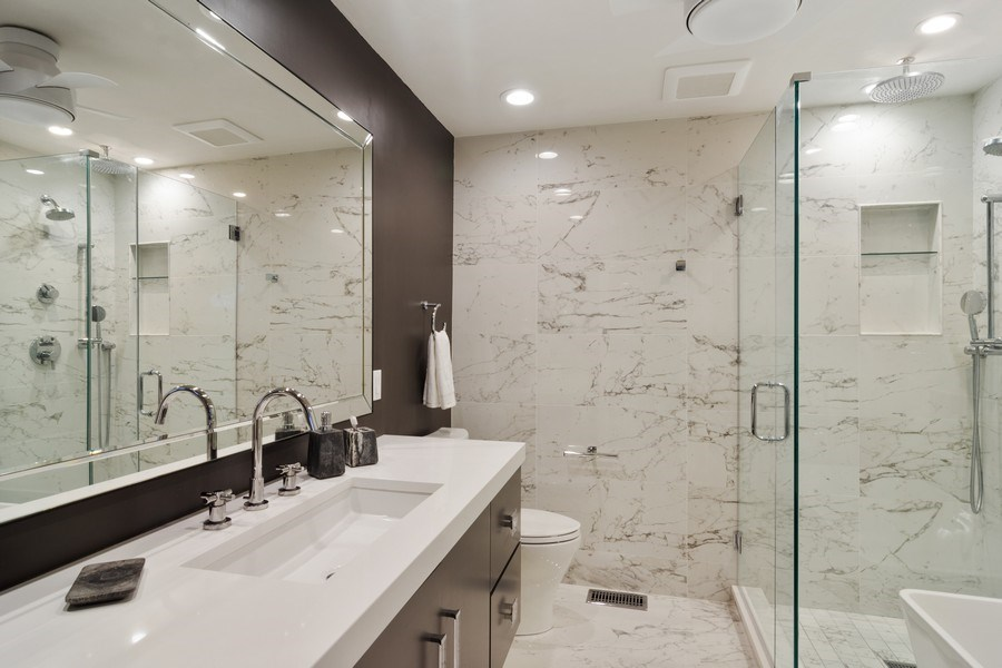 Real Estate Photography - 20823 North Meadow Court, Deer Park, IL, 60010 - Bathroom