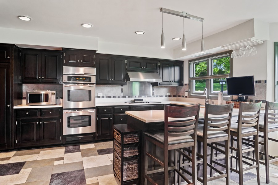 Real Estate Photography - 102 Mohawk Drive, North Barrington, IL, 60010 - Kitchen