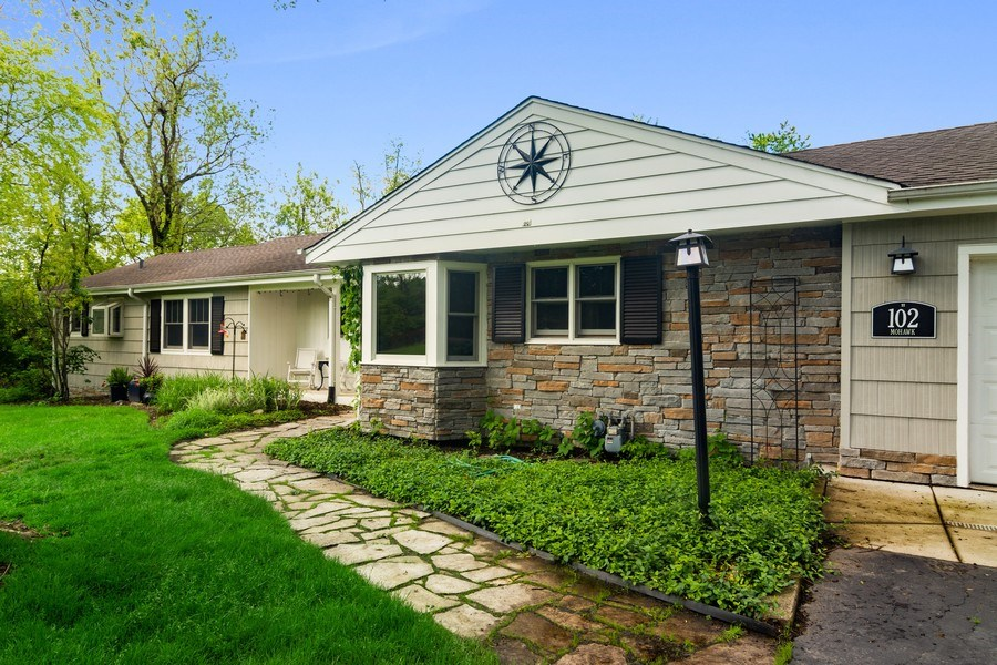 Real Estate Photography - 102 Mohawk Drive, North Barrington, IL, 60010 - Front View