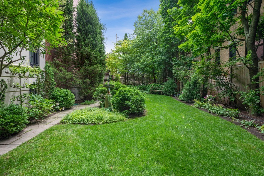 Real Estate Photography - 1239 W. Altgeld, Chicago, IL, 60614 - Side Yard