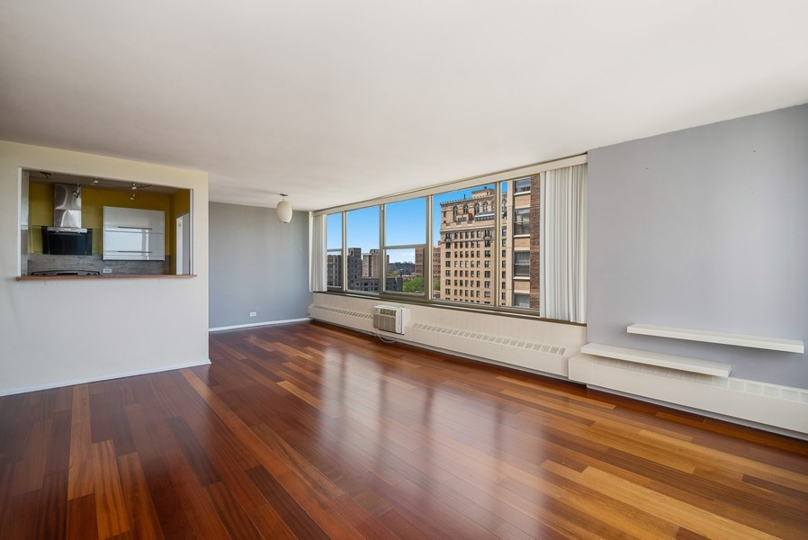 Real Estate Photography - 360 W Wellington, 10E, Chicago, IL, 60657 - Great Room