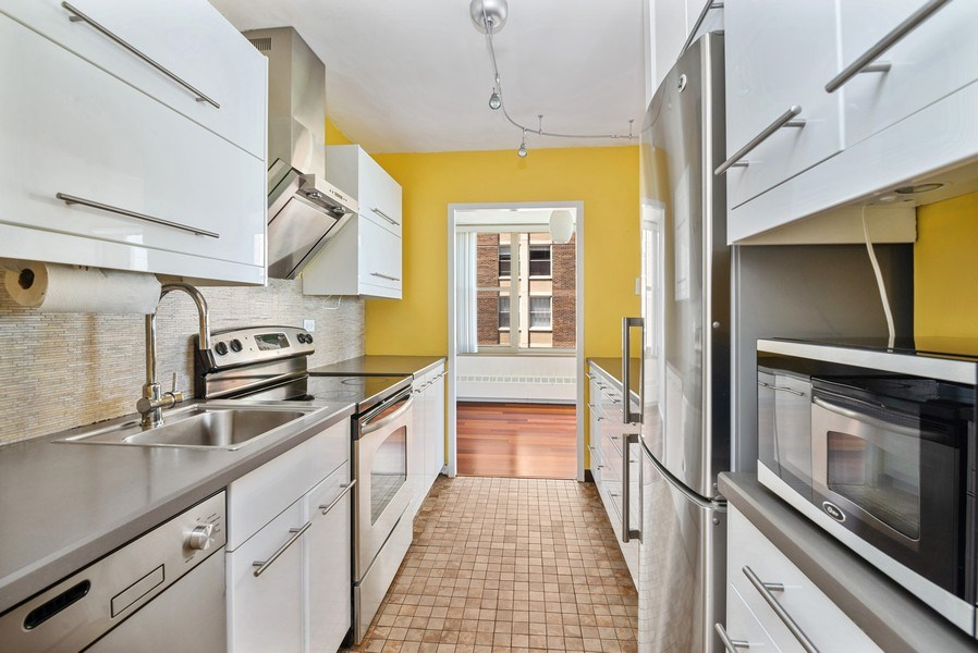 Real Estate Photography - 360 W Wellington, 10E, Chicago, IL, 60657 - Kitchen