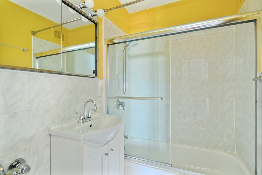 Real Estate Photography - 360 W Wellington, 10E, Chicago, IL, 60657 - Bathroom