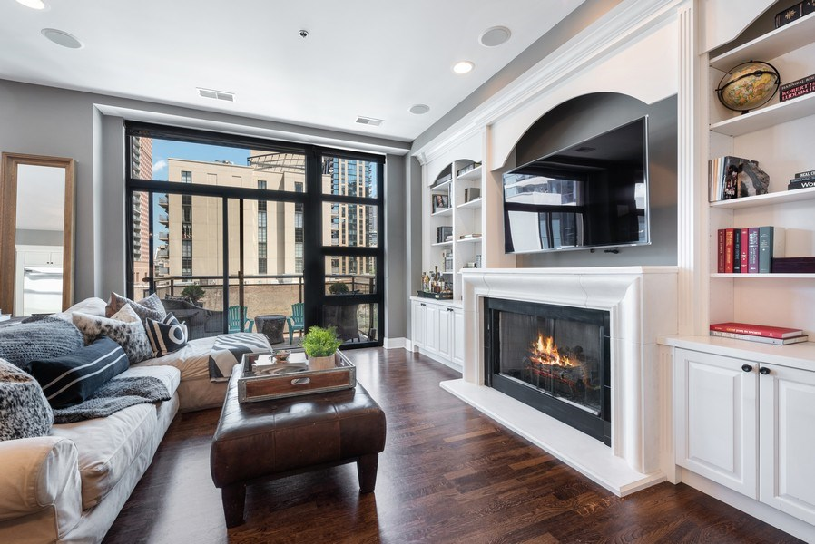 Real Estate Photography - 101 W Superior, Unit 502, Chicago, IL, 60610 - Living Room