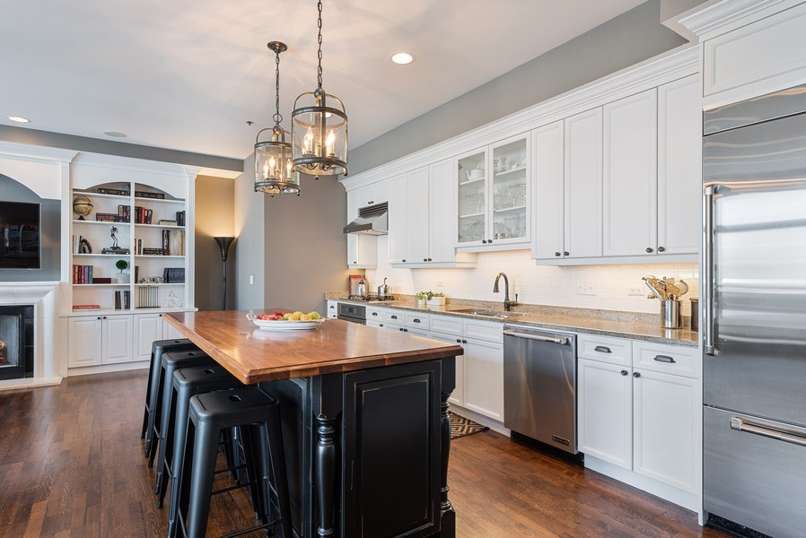Real Estate Photography - 101 W Superior, Unit 502, Chicago, IL, 60610 - Kitchen