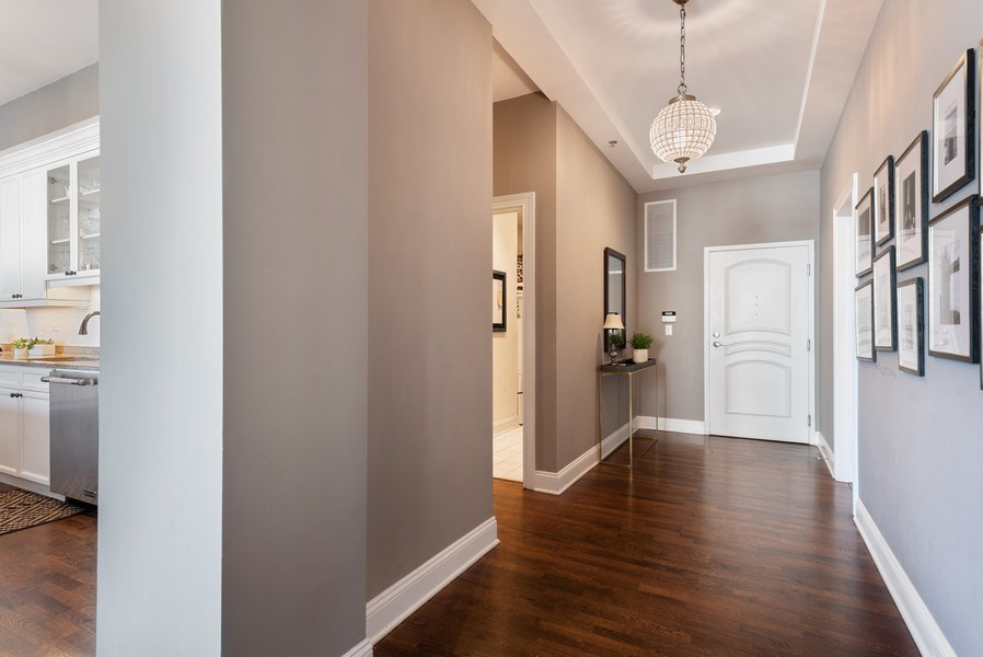 Real Estate Photography - 101 W Superior, Unit 502, Chicago, IL, 60610 - Entryway
