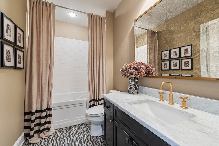 Real Estate Photography - 101 W Superior, Unit 502, Chicago, IL, 60610 - 2nd Bathroom