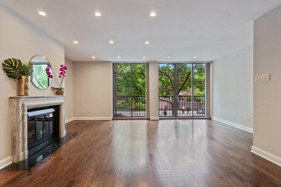 Real Estate Photography - 1306 N Sutton Pl, Chicago, IL, 60610 - Living Room