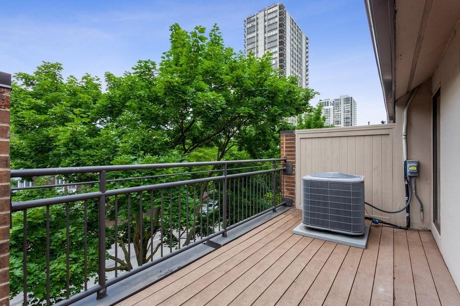 Real Estate Photography - 1306 N Sutton Pl, Chicago, IL, 60610 - Terrace