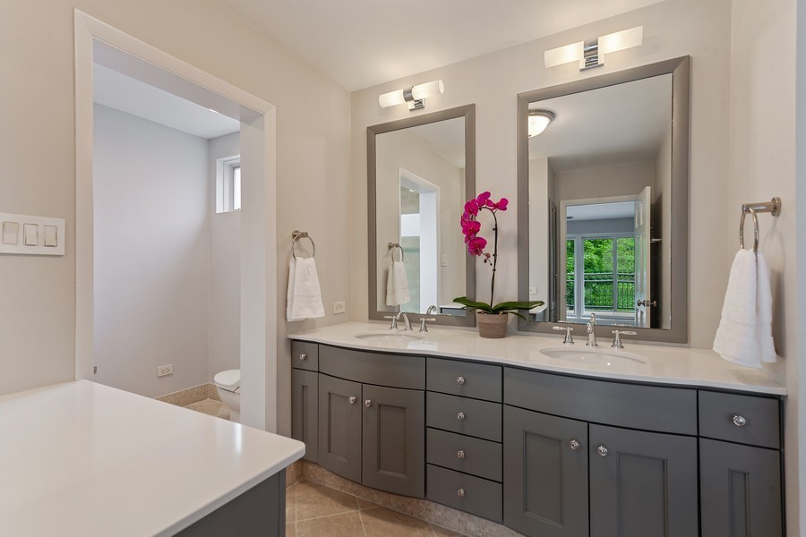Real Estate Photography - 1306 N Sutton Pl, Chicago, IL, 60610 - Master Bathroom