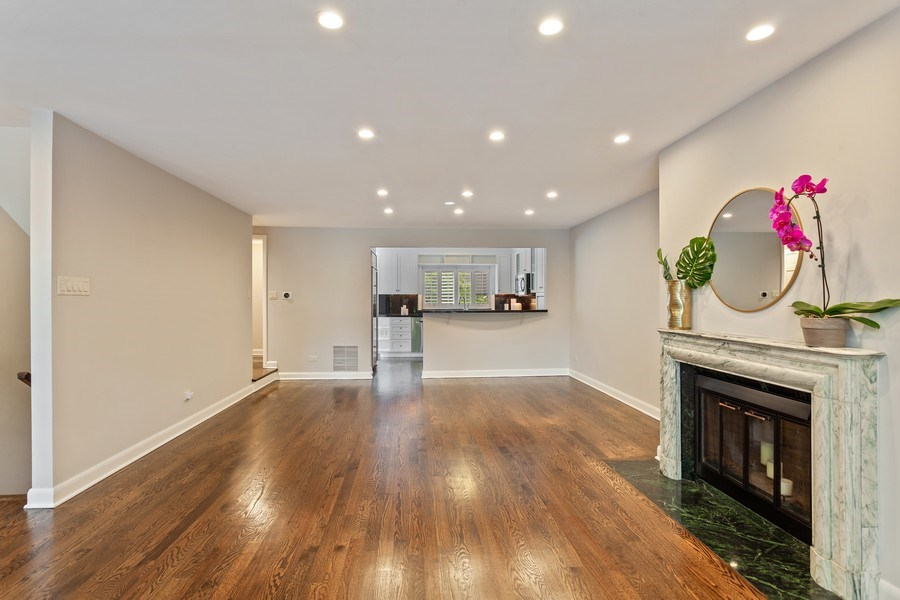 Real Estate Photography - 1306 N Sutton Pl, Chicago, IL, 60610 - Dining Room