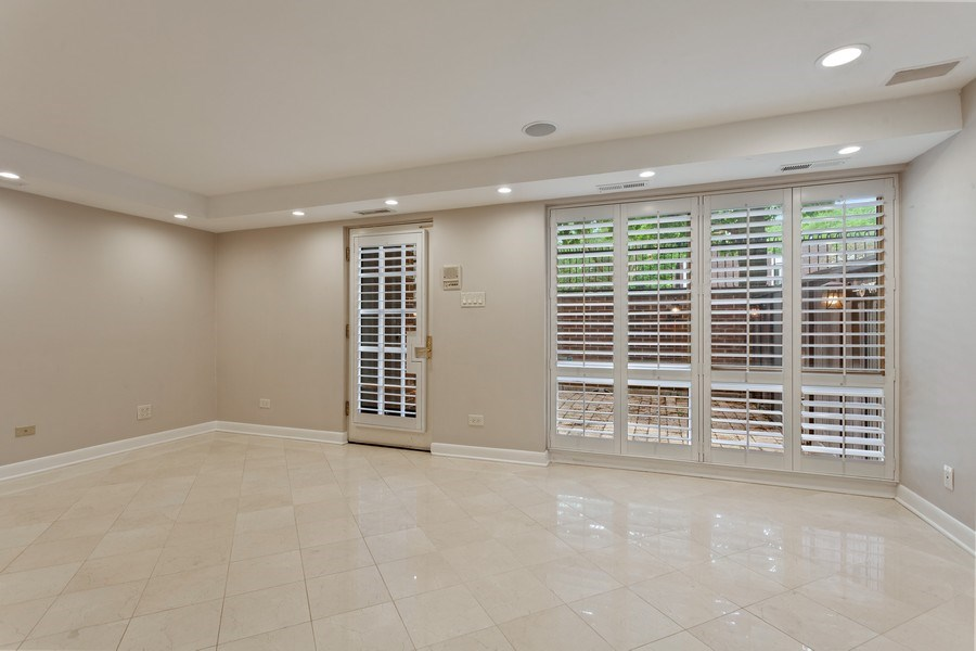 Real Estate Photography - 1306 N Sutton Pl, Chicago, IL, 60610 - Family Room