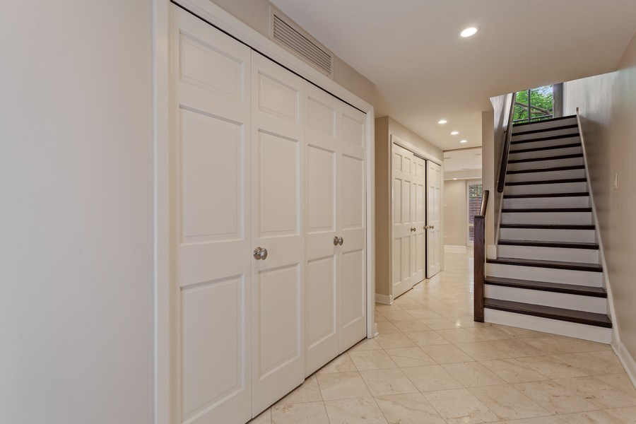 Real Estate Photography - 1306 N Sutton Pl, Chicago, IL, 60610 - Foyer