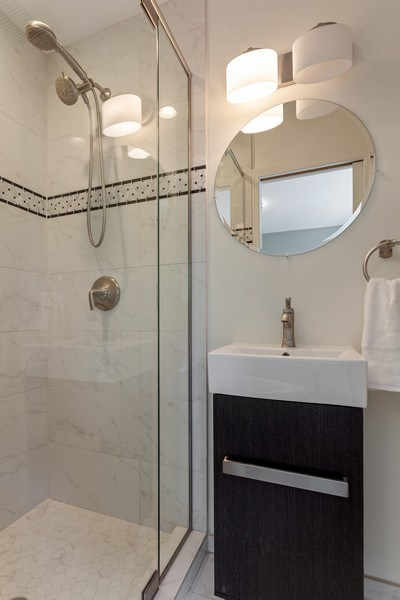 Real Estate Photography - 1306 N Sutton Pl, Chicago, IL, 60610 - Bathroom