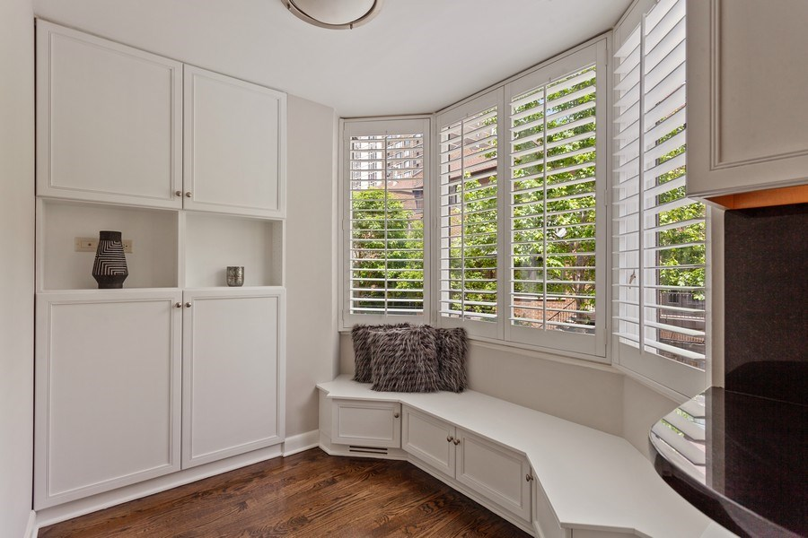 Real Estate Photography - 1306 N Sutton Pl, Chicago, IL, 60610 - Breakfast Area