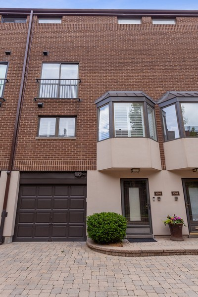 Real Estate Photography - 1306 N Sutton Pl, Chicago, IL, 60610 - Front View