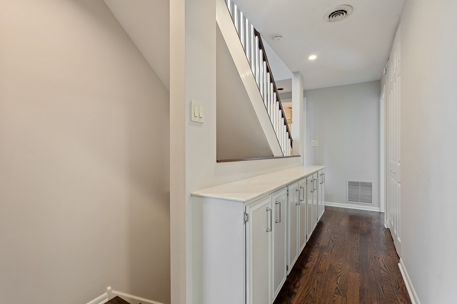 Real Estate Photography - 1306 N Sutton Pl, Chicago, IL, 60610 - Hallway