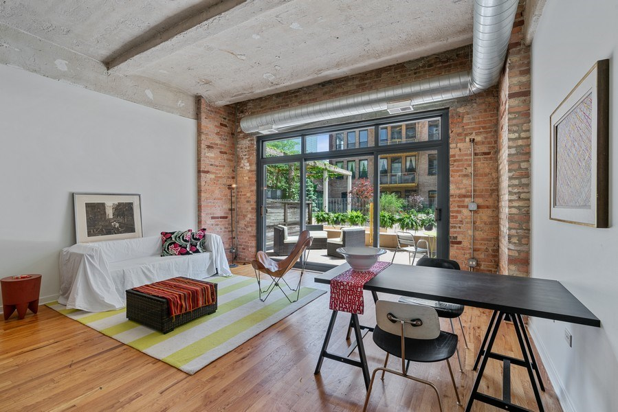 Real Estate Photography - 1910 S Indiana Ave, Unit 119, Chicago, IL, 60616 - Living Room