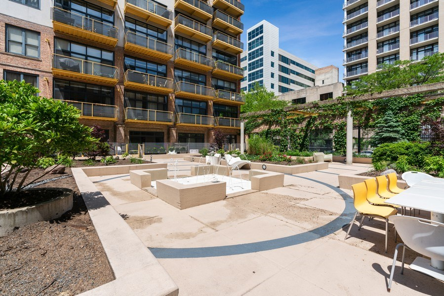 Real Estate Photography - 1910 S Indiana Ave, Unit 119, Chicago, IL, 60616 - Courtyard