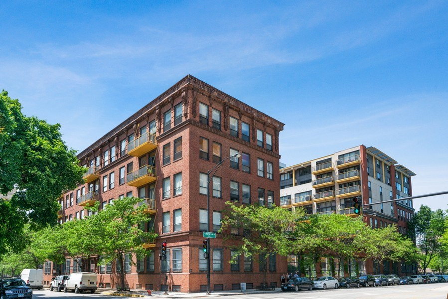 Real Estate Photography - 1910 S Indiana Ave, Unit 119, Chicago, IL, 60616 - Front View